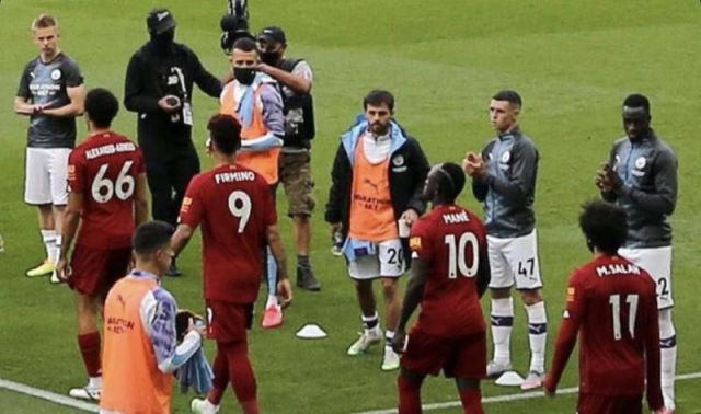 One Man City player spotted refusing to clap for Liverpool players in guard of honour - Bóng Đá
