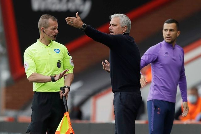 Jose Mourinho aims sly dig at Manchester United after they equal Premier League penalty record against Aston Villa - Bóng Đá