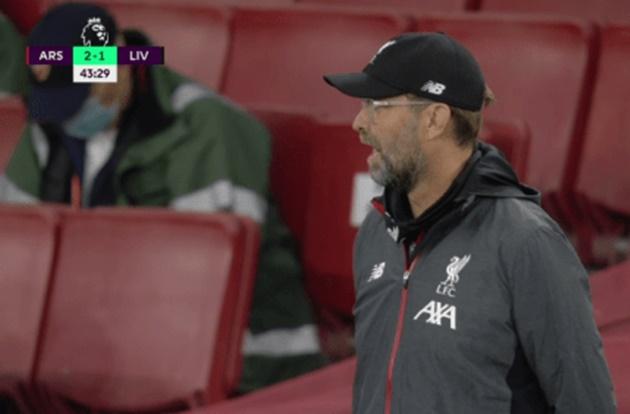 Jurgen Klopp's priceless reaction to Alisson's mistake against Arsenal   - Bóng Đá