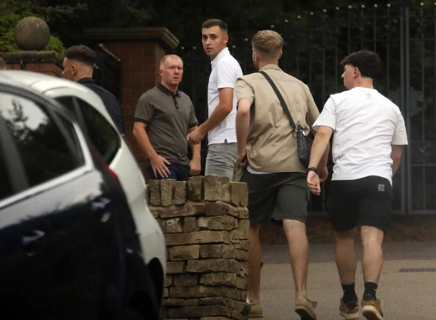 Man United legend Paul Scholes visited by cops after throwing illegal house party in Covid-crisis area - Bóng Đá