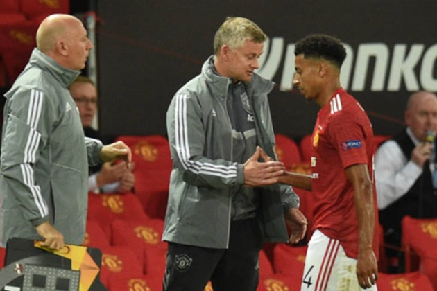 Ole Gunnar Solskjaer insists he was pleased with Jesse Lingard's grumpy reaction to being substituted - Bóng Đá