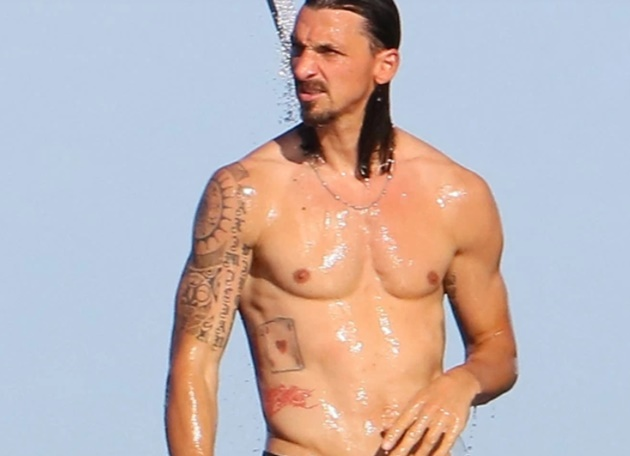 Zlatan Ibrahimovic keeps himself fit with yacht workout amid Leeds transfer talk as wife Helena Seger tops up tan - Bóng Đá