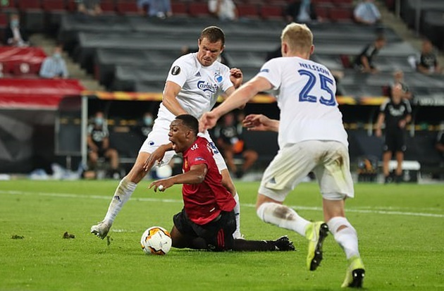 Copenhagen boss Stale Solbakken says Anthony Martial DIVED to win the decisive penalty - Bóng Đá