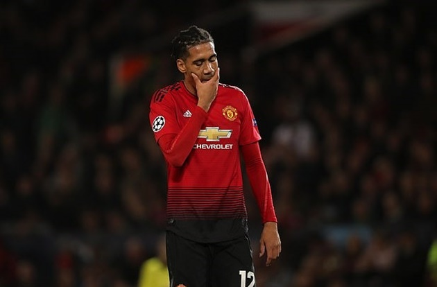 Chris Smalling misses Man Utd training ahead of completing Roma transfer / - Bóng Đá