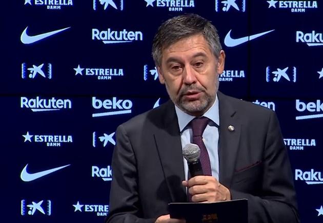 Luis Suarez aims dig at Barcelona's president Josep Maria Bartomeu during farewell press conference  - Bóng Đá