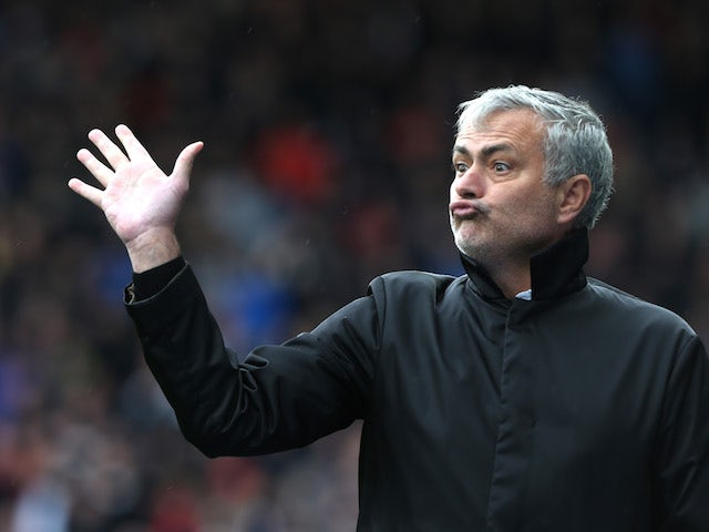 Jose Mourinho aims dig at Ole Gunnar Solskjaer after Manchester United's late penalty against Brighton  - Bóng Đá