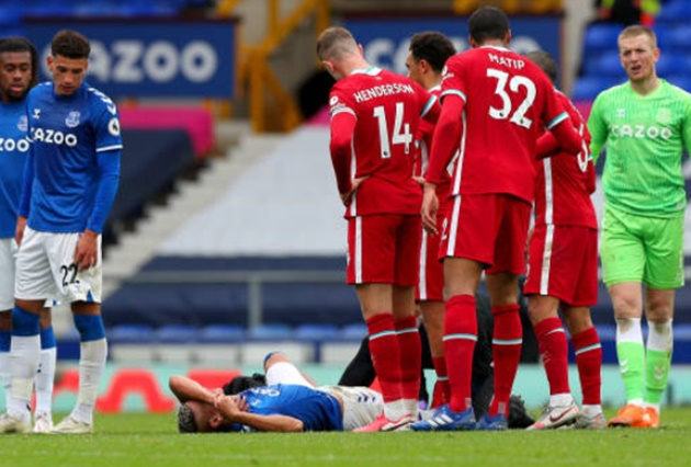 Joe Gomez's reaction to Richarlison's horror tackle on Thiago Alcantara said it all - Bóng Đá