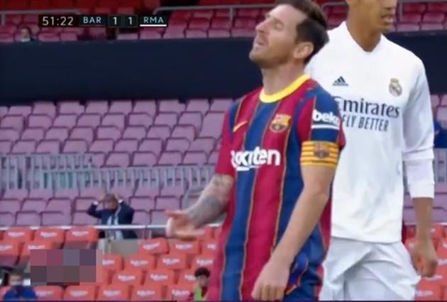 Fati không chuyền, Messi cằn nhằn - Bóng Đá