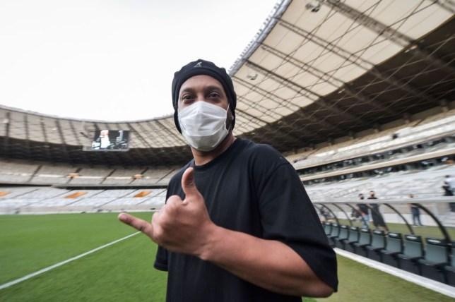 Ronaldinho confirms he has tested positive for Covid-19   - Bóng Đá