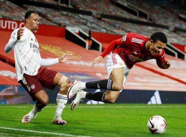 Man Utd chief Ed Woodward held Gabriel Magalhaes meeting as Arsenal expose transfer error - Bóng Đá