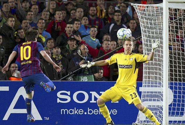 Ở màn hủy diệt Bayer Leverkusen 7-1 của Blaugrana tại Champions League 2011/12, một mình La Pulga 5 lần điền tên lên bảng điện tử. Đến bây giờ đây vẫn là kỷ lục ghi bàn trong 1 trận cầu thuộc khuôn khổ vòng knockout.