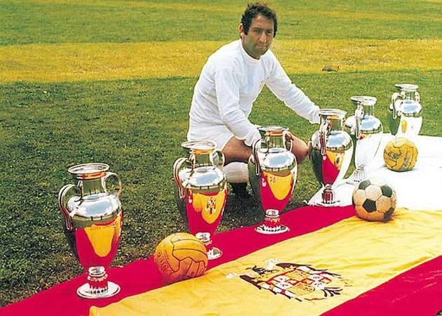 """Tổng cộng """"Thánh Iker"""" giành 3 cúp bạc cùng Los Blancos. Ở khía cạnh danh hiệu, tiền bối Francisco Gento thậm chí bước lên đỉnh châu Âu gấp đôi Casillas. Qua 18 năm gắn bó, danh thủ Tây Ban Nha có 6 lần cùng Real thống trị châu lục."""