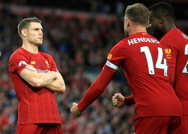 Khá bất ngờ khi kỷ lục kiến tạo thành bàn trong 1 mùa hiện đang thuộc về James Milner, tiền vệ được đánh giá cao ở năng lượng bền bỉ hơn là sáng tạo. Đơn giản mà hiệu quả, Milner đóng góp cho Liverpool 9 kiến tạo ở chiến dịch 2017/18.