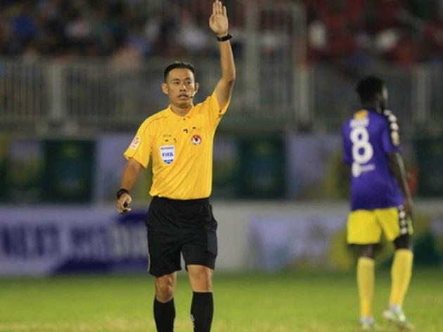 Trọng tài điều khiển trận HAGL gặp Hà Nội FC bị chê yếu bản lĩnh - Bóng Đá
