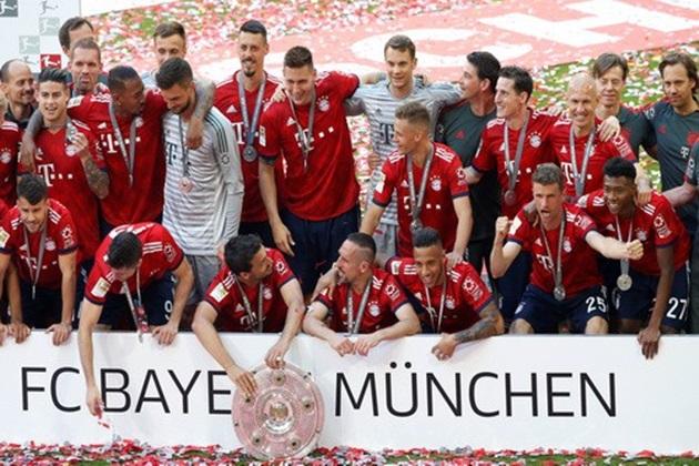 Thua thảm Stuttgart, Bayern Munich đăng quang với màn tắm bia - Bóng Đá