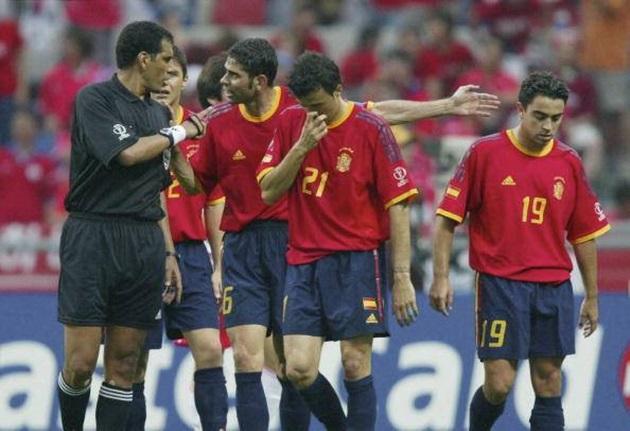 Trọng tài World Cup 2002, sau tai tiếng ở Hàn Quốc đến buôn ma túy - Bóng Đá