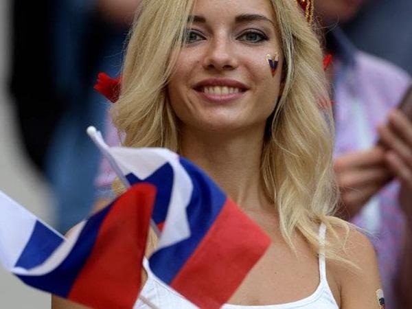 """""""Hot girl"""" xuất hiện tràn lan trên sóng World Cup, FIFA nóng mắt - Bóng Đá"""