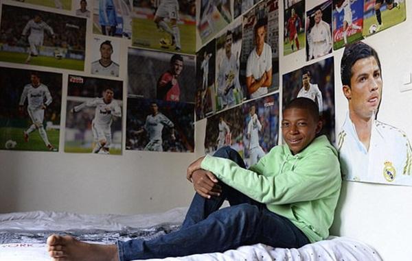 """Mbappe: Từ thần tượng Ronaldo thành """"Pele mới"""" - Bóng Đá"""