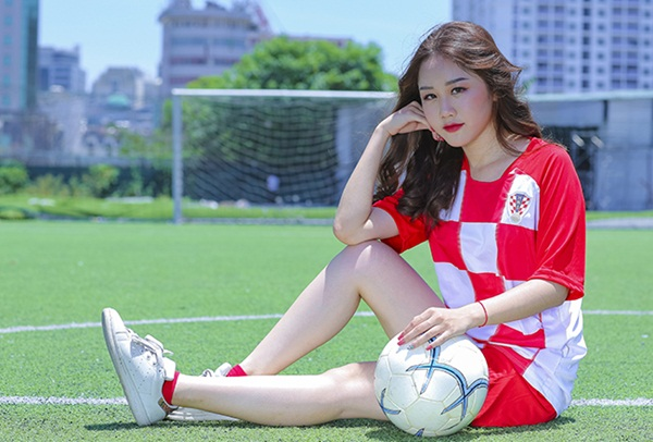Đọ nhan sắc nóng bỏng các hotgirl Việt cổ vũ Pháp và Croatia - Bóng Đá