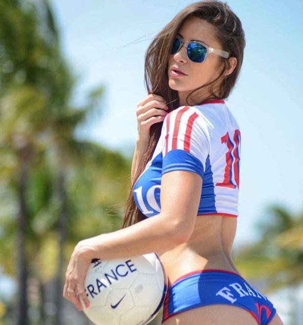 Siêu mẫu Playboy tán dương Deschamps sau World Cup 2018 - Bóng Đá