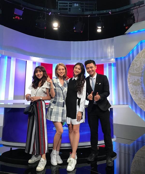 Chuyện hậu trường giờ mới kể của dàn hot girl 'Nóng cùng World Cup' - Bóng Đá