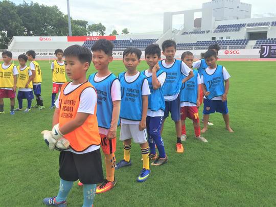 Xem buổi tuyển quân đầu tiên của Học viện bóng đá Juventus Việt Nam - Bóng Đá