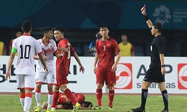Trọng tài đúng hay sai khi phạt việt vị, rút thẻ đỏ Olympic Bahrain? - Bóng Đá