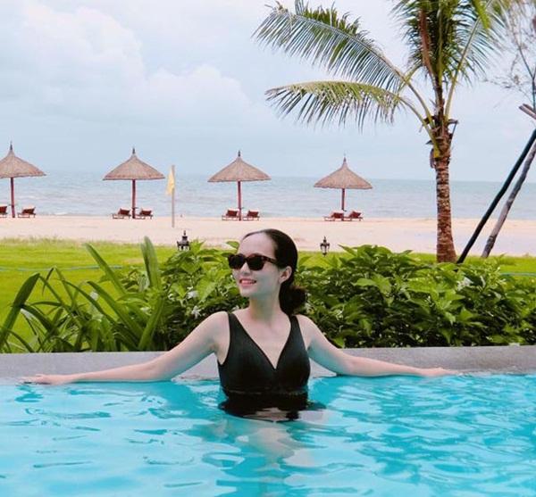 Mặc áo tắm, bạn gái Văn Toàn, Văn Thanh, Duy Mạnh