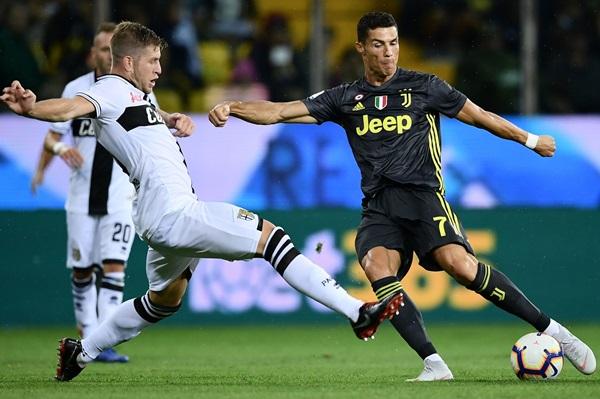 """""""Ấn định"""" thời điểm Ronaldo ghi bàn đầu tiên cho Juventus - Bóng Đá"""