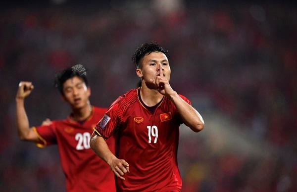 Thủ môn Iran khuất phục được Ronaldo nhưng có thể đánh bại Quang Hải? - Bóng Đá