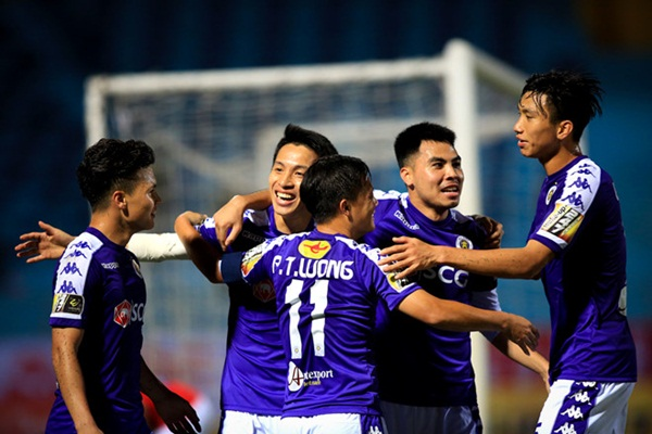 Tuyển thủ Việt Nam tại vòng 1: Người thắng 5 sao, kẻ nhận thẻ đỏ - Bóng Đá