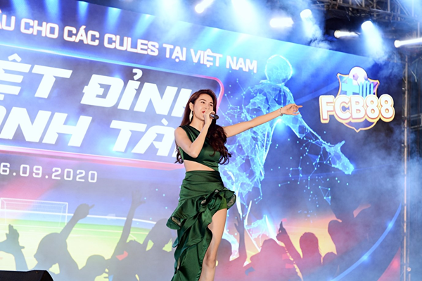 """Sự thật thú vị về """"Cô Tiên"""" từ thiện Thuỷ Tiên: Hóa ra là fan cứng của FCB88 - Bóng Đá"""