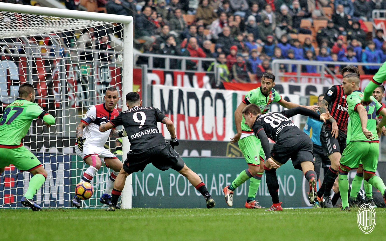Thắng kịch tính nhờ bóng chết, AC Milan chỉ còn cách ngôi đầu 4 điểm