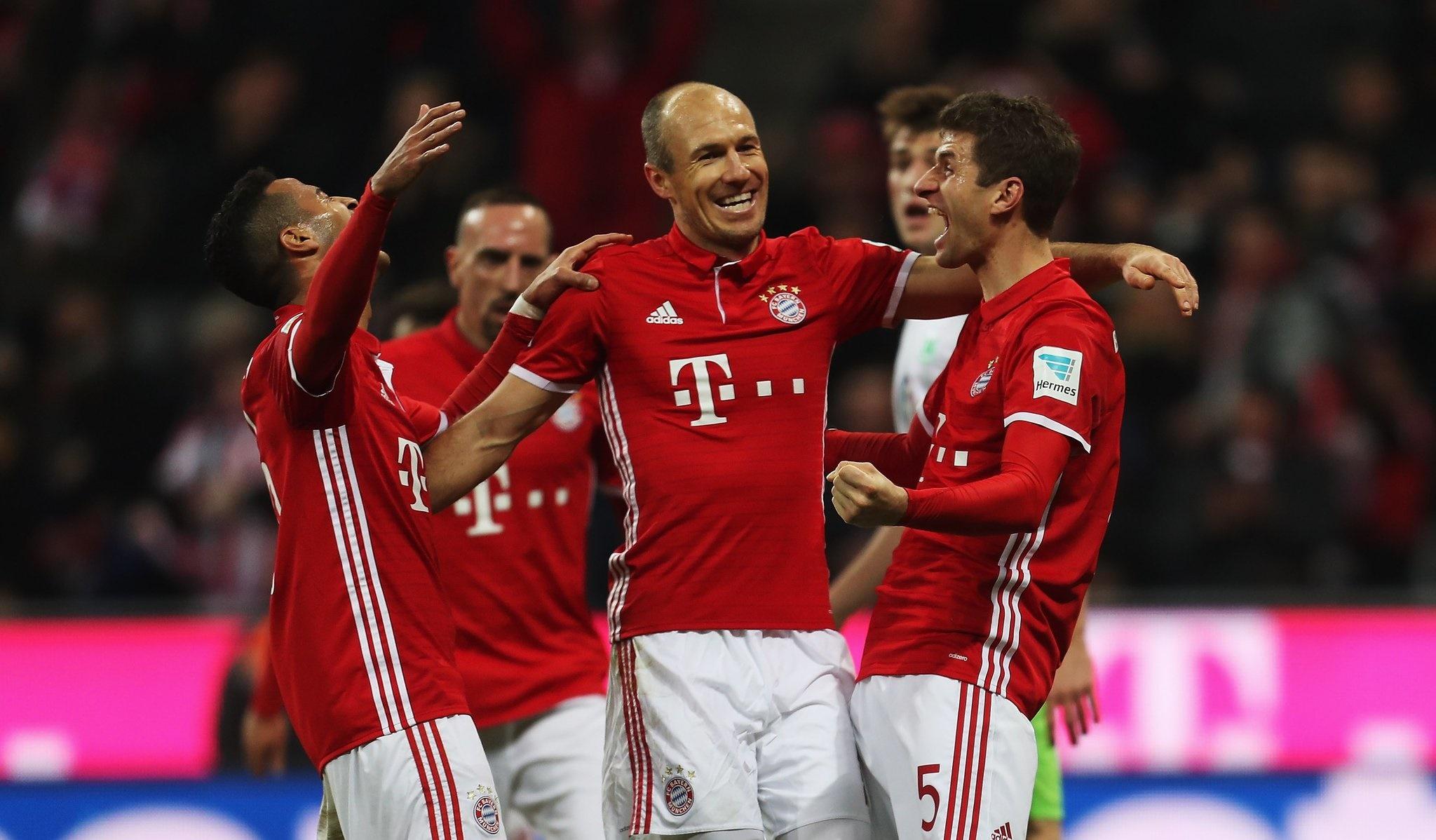 """Thi nhau ghi bàn """"rùa"""", Muller và Lewandowski đưa Bayern đến ngôi đầu Bundesliga"""