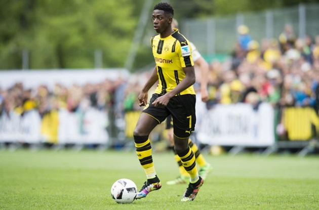 Hòa chật vật Augsburg, Dortmund đứng trước nguy cơ bật khỏi top 6