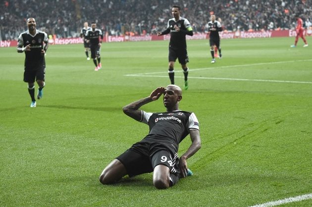 Lyon chiến thắng kịch tính Besiktas trên chấm phạt đền - Bóng Đá
