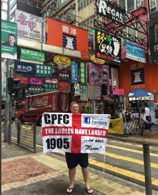 Vừa đặt chân đến Hong Kong, Liverpool đã được fan đón tiếp hùng hậu - Bóng Đá
