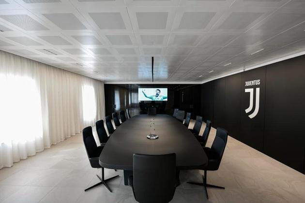 Đột nhập đại bản doanh Juve - Bóng Đá