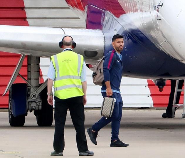 Pep uống cà phê thư giãn trước khi dẫn đội bay đến Brighton - Bóng Đá
