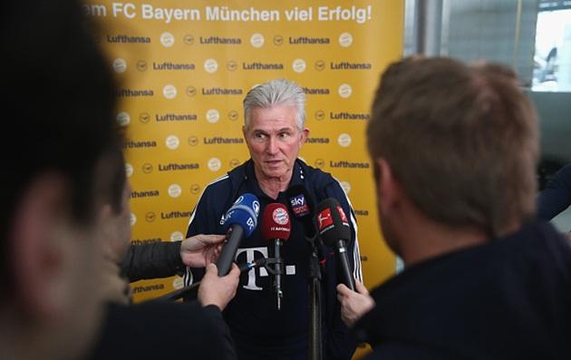Dàn sao Bayern Munich bị vây kín khi đổ bộ xuống Doha - Bóng Đá
