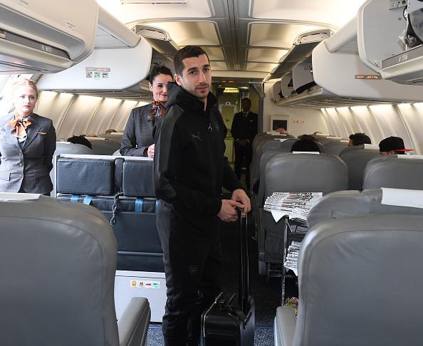 Dàn sao Arsenal hớn hở lên máy bay, đối đầu với thử thách khắc nghiệt - Bóng Đá