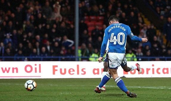 Đội bóng tí hon Rochdale khiến Tottenham ôm hận ở phút bù giờ - Bóng Đá