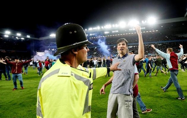 Quả cảm cầm hòa Middlesbrough, Aston Villa đặt một chân đến