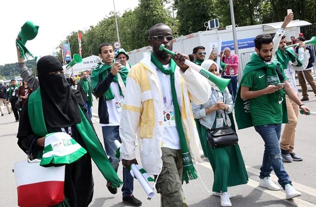 TRỰC TIẾP Nga vs Saudi Arabia: Sân Luzhniki nóng lên từng giờ - Bóng Đá