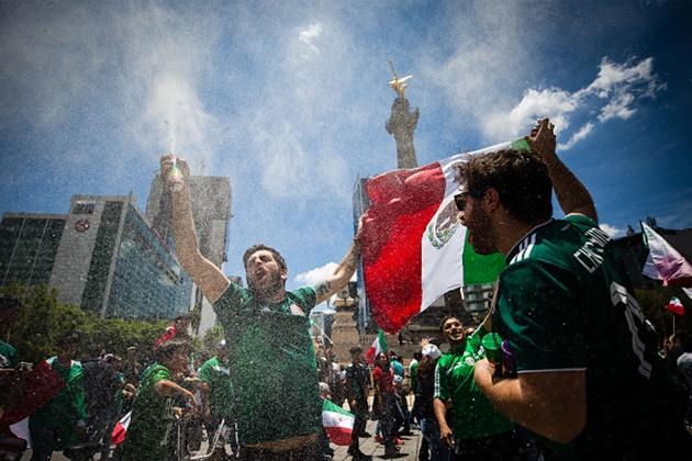Người dân Mexico ăn mừng ra sao sau chiến thắng lịch sử trước Đức - Bóng Đá