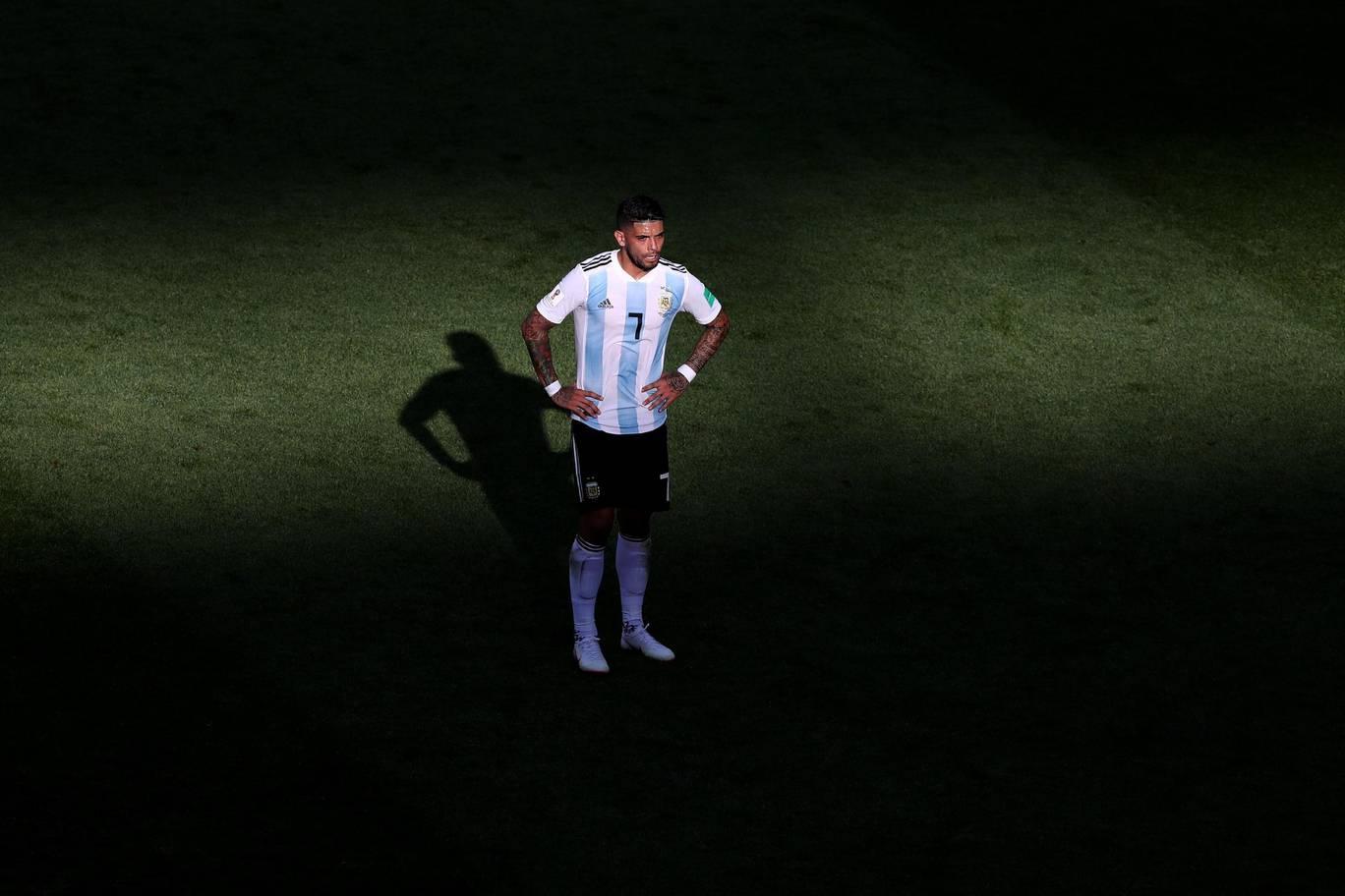 Chấm điểm Argentina: Thảm họa hàng thủ, Messi lạc lõng - Bóng Đá