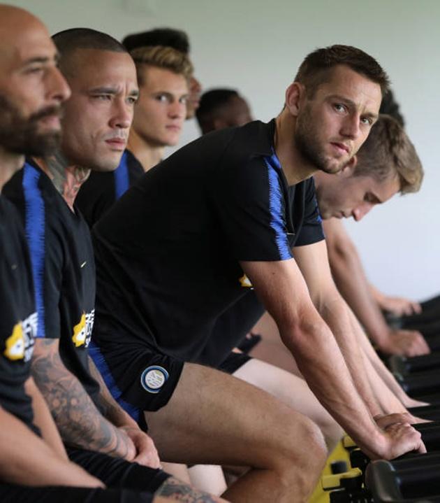 Icardi cực kì tinh nghịch trong ngày Inter hội quân - Bóng Đá
