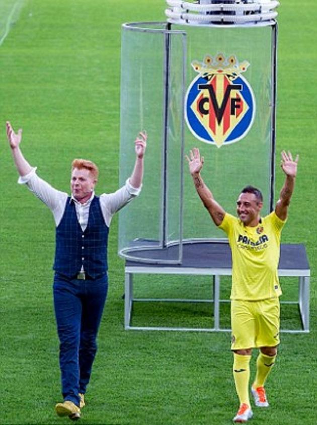 Villareal giúp Santi Cazorla có màn ra mắt