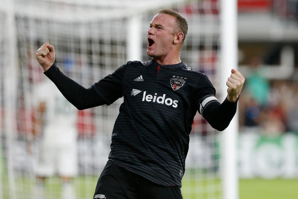 Rooney chính thức dọn về