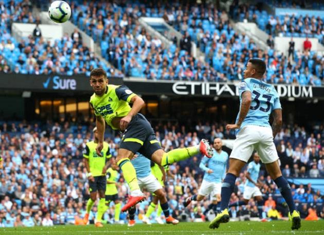 TRỰC TIẾP Man City 0-0 Huddersfield: Jesus suýt mở điểm (H1) - Bóng Đá